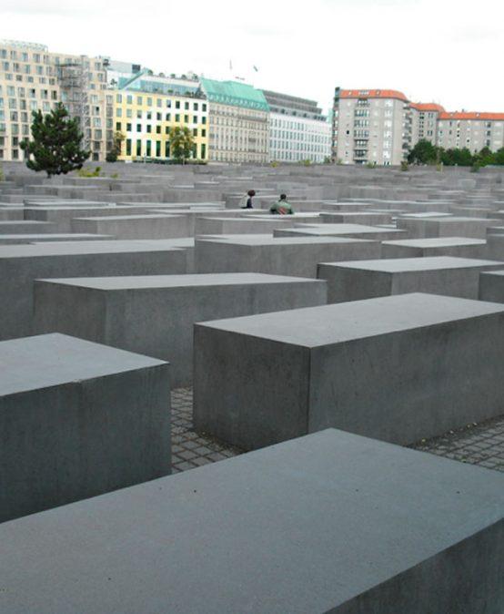 ¿Se pueden diseñar la memoria o el olvido colectivos? Semillero: viaje de estudio Alemania – curso de verano 2022